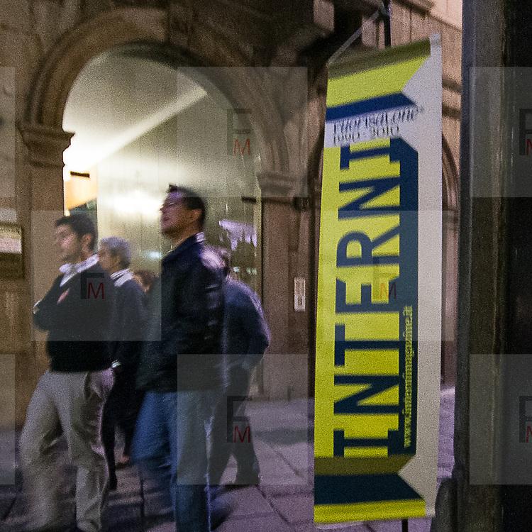 Il FuoriSalone 2010 nelle vie di centrali Milano, Via Spiga<br /> <br /> Street life in Spiga street in Milan