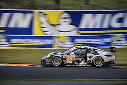 October 14, 2016 - Fuji, Japon - 88 ABU DHABI PROTON RACING (ARE) PORSCHE 911 RSR LMGTE AM  KHALED AL QUBAISI (ARE) DAVID HEINEMEIER HANSSON (DNK) PATRICK LONG  (Credit Image: © Panoramic via ZUMA Press)