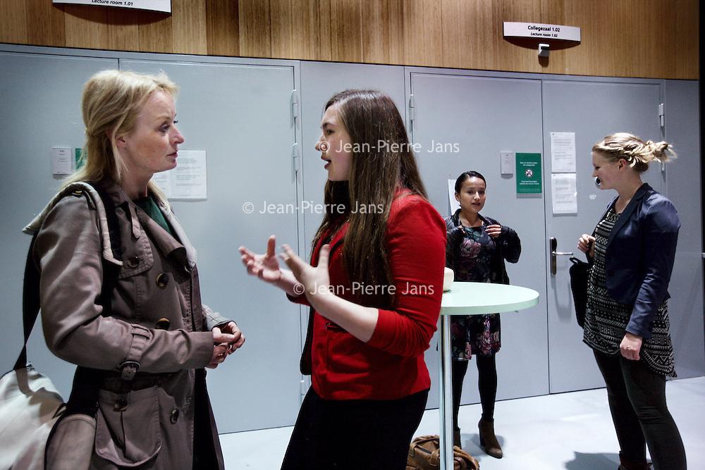 Nederland, Amsterdam , 3 april 2014.<br /> RALIEN BEKKERS (midden in het rood)<br /> Als jongerenvertegenwoordiger van de Verenigde Naties is Ralien Bekkers (21) op het gebied van duurzaamheid de schakel tussen de meningen en ideeën van jongeren en beleidsmakers.<br /> Foto:Jean-Pierre Jans