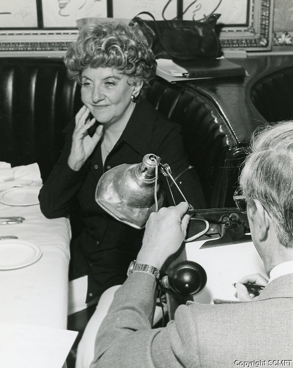 1978 Artist, Jack Lane, sketches Hermione Gingold for the Brown Derby Restaurant's Caricature of Fame Wall.