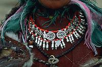 Inde. Province du Jammu Cachemire. Ladakh. Collier d'une femme ladakhi. // India. Jammu and Kashmir state. Ladakh. Necklace of woman.
