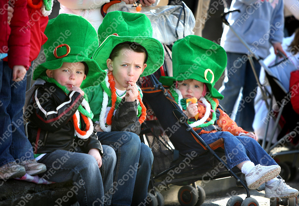 Darragh,Cian and Saoirse Keogh ,Clooney at the St Patricks Day Parade in Ennis.<br /><br />Photograph by Eamon Ward