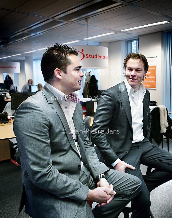 Nederland,Hoofddorp ,1 december 2008..Oprichters Bram Bosveld (r) en Rogier Thewessen van Studentenwerk Career Network worden geinterviewd door televisieprogrammamakers van Netwerk.  Founders Bram and Roger Bosveld Thewessen of Student Work Career Network.