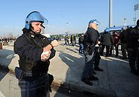 """Poliziotto ferito negli scontri prepartita.<br /> Udine, 7/02/2010 Stadio """"Friuli""""<br /> Udinese-Napoli.<br /> Campionato Italiano Serie A 2009/2010<br /> Foto Nicolò Zangirolami Insidefoto"""