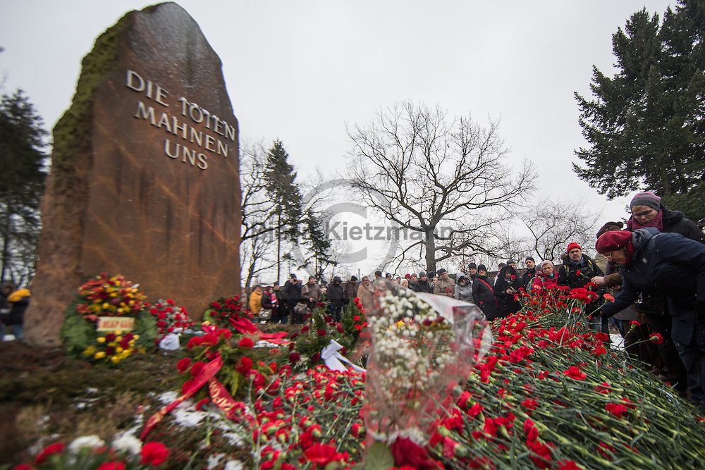Berlin, Germany - 15.01.2017<br /> <br /> Thousands of people participated in the traditional commemoration of Rosa Luxemburg and Karl Liebknecht at the Memorial to the Socialists on the Friedrichsfelde Central Cemetery.<br /> <br /> Tausende Menschen beteiligten sich am traditionellen Gedenken an Rosa Luxemburg und Karl Liebknecht an der Gedenkstätte der Sozialisten auf dem Zentralfriedhof Friedrichsfelde.<br /> <br /> Photo: Bjoern Kietzmann