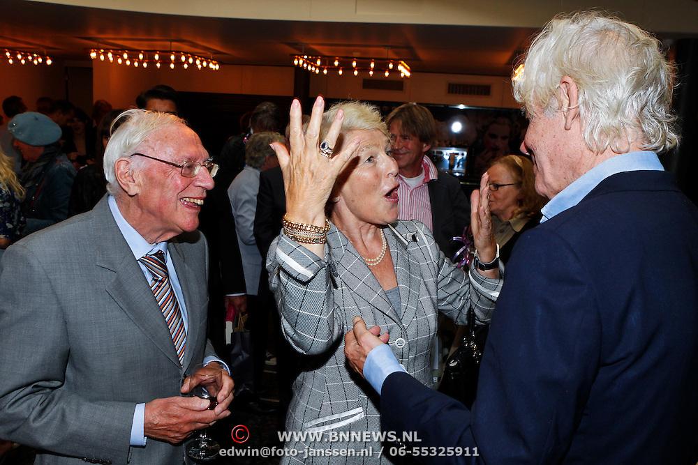NLD/Amsterdam/20100910 - Paul van Vliet viert 75ste verjaardag met vrienden, Grootmeesteres Martine van Loon-Labouchere en Paul van Vliet