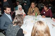 Koningin Maxima bij de vierde Taal doet meer College in Utrecht.  Tijdens deze bijeenkomst lanceert de koningin de Krachtvinder, een online portal waar werkgevers en werkzoekenden met een taalachterstand elkaar gemakkelijker kunnen vinden. <br /> <br /> Queen Maxima in the fourth language does more College in Utrecht. During this meeting launches the queen Force Finder, an online portal where employers and job seekers with a language delay can find each other easily.<br /> <br /> op de foto / On the photo:  Koning Maxima gaat in gesprek met deelnemers van het programma<br /> <br /> King Maxima talks to participants of the program