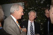 Peter Snow and David Davis, BOOK PARTY FOR TABATHA'S CODE BY MATTHEW D'ANCONA. Spectator. Doughty St. London. 11 May 2006. ONE TIME USE ONLY - DO NOT ARCHIVE  © Copyright Photograph by Dafydd Jones 66 Stockwell Park Rd. London SW9 0DA Tel 020 7733 0108 www.dafjones.com