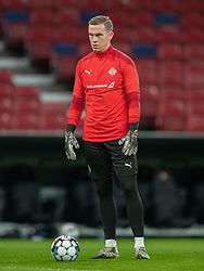 Ögmundur Kristinsson (Island) under opvarmning før kampen i Nations League mellem Danmark og Island den 15. november 2020 i Parken, København (Foto: Claus Birch).