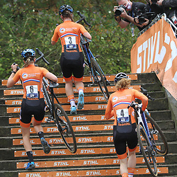 08-11-2020: Wielrennen: EK Veldrijden: Rosmalen: Shirin van Anrooij; Aniek van Alphen: Puck Pieterse
