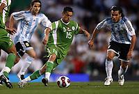 Fotball<br /> Argentina v Algerie<br /> Foto: imago/Digitalsport<br /> NORWAY ONLY<br /> <br /> 05.06.2007  <br /> <br /> Karim Ziani (Algerien, Mitte) gegen Carlos Tevez (Argentinien, re.)
