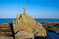 France, Finistère (29), Brignogan Plages, croix en bord de mer // France, Briitany, Finistere, Brignogan Plages, cross near the sea