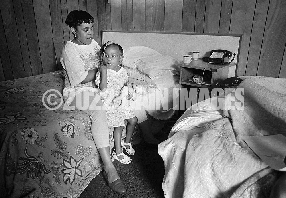 Gwen Thomas, 24, combs her 4 year old daughter Dionna's hair the George Washington Motor Lodge Tuesday June 23, 1992 in Bensalem, Pennsylvania. (WILLIAM THOMAS CAIN / For The Philadelphia Inquirer)