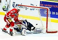 Ishockey , 27. oktober 2013 , Getligaen , Eliteserien herrer<br /> Tønsberg - Sparta 3-2<br /> David Hallström , Tønsberg , scorer på Anders Johansson , Sparta
