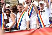 De jaarlijkse Canal Parade is onderdeel van de Amsterdam Gay Pride. Tijdens dit evenement vieren lesbiennes, homos, biseksuelen en transgenders (LHBT) dat ze mogen zijn wie ze zijn en mogen houden van wie ze willen. <br /> <br /> The annual Canal Parade is part of the Amsterdam Gay Pride. During this event lesbians, homosexuals, bisexuals and transgenders (LGBT) celebrate that they can be who they are and are allowed to love who they want.<br /> <br /> Op de foto / On the photo:  Boris Dittrich
