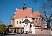 Niepołomice, 19.04.2016, (woj. małopolskie). Kościół w Niepołomicach pw. Dziesięciu Tysięcy Męczenników.