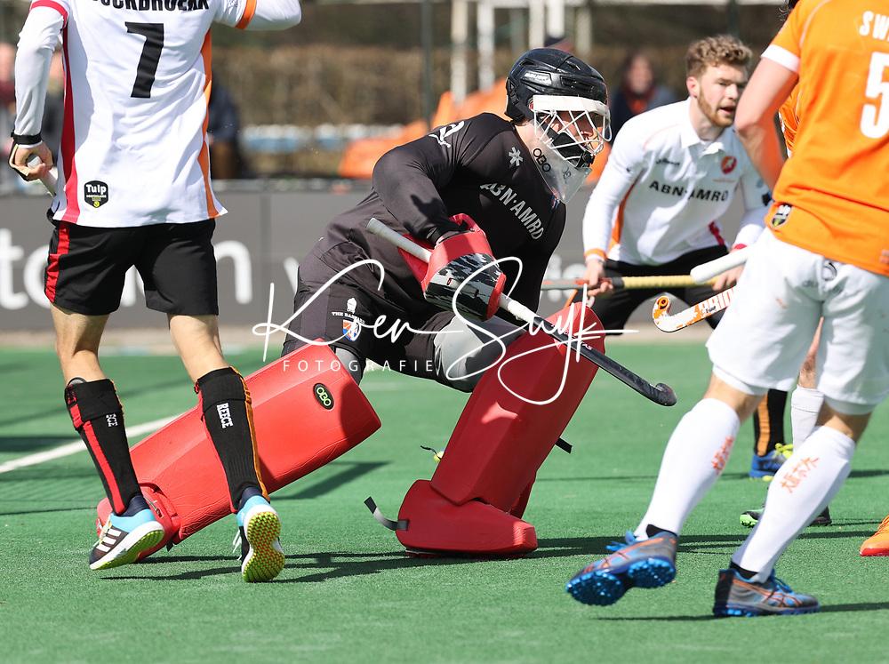 BLOEMENDAAL - keeper Maurits Visser (Bldaal)  tijdens  de hoofdklasse hockeywedstrijd heren , Bloemendaal-Oranje Rood  (3-1).  COPYRIGHT  KOEN SUYK