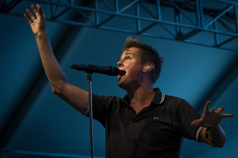 Vocalist/guitarist  TOM CHAPLIN of Keane performs at the Mile High Music Festival.