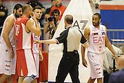 DESCRIZIONE : Milano  Lega A 2011-12 EA7 Emporio Armani Milano Scavolini Siviglia Pesaro play off semifinale gara 2<br /> GIOCATORE : Malik Hairston<br /> CATEGORIA : fair play<br /> SQUADRA : EA7 Emporio Armani Milano <br /> EVENTO : Campionato Lega A 2011-2012 Play off semifinale gara 2 <br /> GARA : EA7 Emporio Armani Milano Scavolini Siviglia Pesaro<br /> DATA : 31/05/2012<br /> SPORT : Pallacanestro <br /> AUTORE : Agenzia Ciamillo-Castoria/ GiulioCiamillo<br /> Galleria : Lega Basket A 2011-2012  <br /> Fotonotizia : Milano  Lega A 2011-12 EA7 Emporio Armani Milano Scavolini Siviglia Pesaro play off semifinale gara 2<br /> Predefinita :