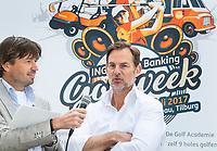 TILBURG - Ronald de Boer met Robert-Jan Derksen. De tweede editie van de ING Private Banking Golfweek vindt plaats van 7 tot en met 9 juli op golfclub Prise d'eau in Tilburg. Een evenement voor jong en oud waarbij kijken, beleven en zelf doen centraal staan en de toegang gratis is. Dit unieke evenement waar topsport en breedtesport samenkomen is op 6 april aangekondigd op golfclub Prise d'eau. Robert-Jan Derksen introduceerde dé golf experience van Nederland. FOTO KOEN SUYK