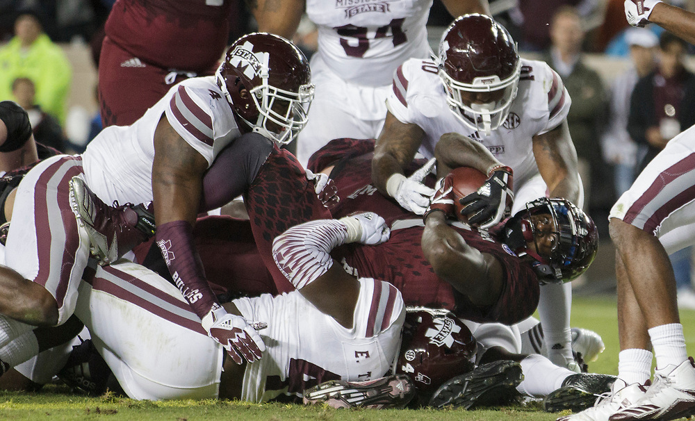 Texas A&M running back Keith Ford (7) stretches across the goal line for a touchdown against Mississippi State during the third quarter of an NCAA college football game on Saturday, Oct. 28, 2017, in College Station, Texas. (AP Photo/Sam Craft)