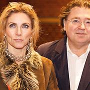 NLD/Amsterdam/20160210 - gasten arriveren bij Correspondents' Dinner 2016, Jessica Durlacher en partner Leon de Winter
