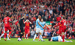 13.04.2014, Anfield, Liverpool, ENG, Premier League, FC Liverpool vs Manchester City, 34. Runde, im Bild Liverpool's Jordan Henderson is shown a red card and sent off against Manchester City // during the English Premier League 34th round match between Liverpool FC and Manchester City at Anfield in Liverpool, Great Britain on 2014/04/13. EXPA Pictures © 2014, PhotoCredit: EXPA/ Propagandaphoto/ David Rawcliffe<br /> <br /> *****ATTENTION - OUT of ENG, GBR*****