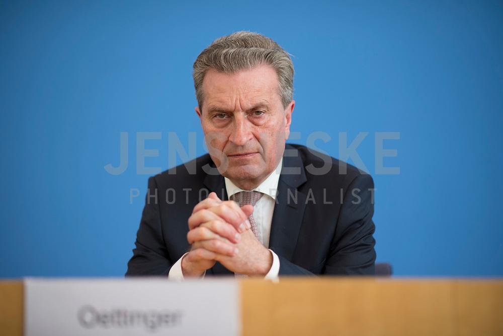 DEU, Deutschland, Germany, Berlin, 19.04.2018: EU-Haushaltskommissar Günther H. Oettinger (CDU) in der Bundespressekonferenz zum Thema: Die Zukunft der EU-Finanzen nach dem Brexit.