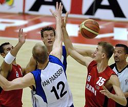 16-09-2006 BASKETBAL: NEDERLAND - ALBANIE: NIJMEGEN<br /> De basketballers hebben ook hun vierde wedstrijd in de kwalificatiereeks voor het Europees kampioenschap in winst omgezet. In Nijmegen werd een ruime overwinning geboekt op Albanie: 94-55 / Niels Meijer<br /> ©2006-WWW.FOTOHOOGENDOORN.NL