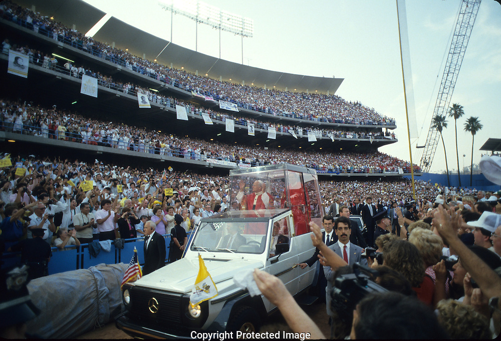 Pope waves from Popemobile during a visit of Pope John Paul II to the USA in 1987.  Photograph by Dennis Brack...Photograph by Dennis Brack bb 28