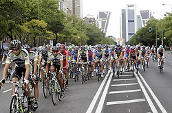 11.09.2011, Madrid,  ESP, LA VUELTA 2011, Finish, im Bild The Geox-TMC cycling team lidering the group in the Paseo de la Castellana with Kio towers in the background during the stage of La Vuelta 2011 between Circuito del Jarama-RACE and Madrid.September 11,2011. EXPA Pictures © 2011, PhotoCredit: EXPA/ Alterphoto/ Paola Otero +++++ ATTENTION - OUT OF SPAIN/(ESP) +++++