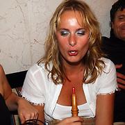 Miss Nederland 2003 reis Turkije, journaliste Nathalie Smits