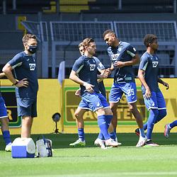 27.06.2020, xmeix, 1.Fussball Bundesliga, Borussia Dortmund - TSG 1899 Hoffenheim, empor. v.l.n.r, <br /> Die Hoffenheimer Spieler beim warm machen.  <br /> <br /> <br /> <br /> Foto: Sascha Meiser/APF/Pool/PIX-Sportfotos<br /> <br /> Nur für journalistische Zwecke!<br /> Only for editorial use!<br /> Nutzungsbedingungen: http://poolbilder.de/nutzungsvereinbarung.pdf<br /> <br /> Foto © PIX-Sportfotos *** Foto ist honorarpflichtig! *** Auf Anfrage in hoeherer Qualitaet/Aufloesung. Belegexemplar erbeten. Veroeffentlichung ausschliesslich fuer journalistisch-publizistische Zwecke. For editorial use only. DFL regulations prohibit any use of photographs as image sequences and/or quasi-video.
