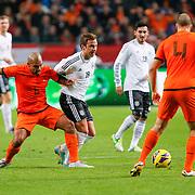 NLD/Amsterdam/20121114 - Vriendschappelijk duel Nederland - Duitsland, Mario Gotze in duel met Nigel de jong en Ron Vlaar