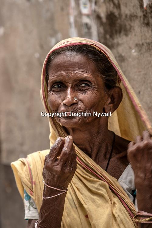 2019 10. 04  Kolkata  West Bengal Indien<br /> Porträtt av en gammal kvinna<br /> <br /> <br /> <br /> ----<br /> FOTO : JOACHIM NYWALL KOD 0708840825_1<br /> COPYRIGHT JOACHIM NYWALL<br /> <br /> ***BETALBILD***<br /> Redovisas till <br /> NYWALL MEDIA AB<br /> Strandgatan 30<br /> 461 31 Trollhättan<br /> Prislista enl BLF , om inget annat avtalas.