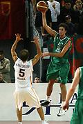 DESCRIZIONE : Roma Lega A1 2005-06 Lottomatica Virtus Roma Montepaschi Siena <br /> GIOCATORE : Datome <br /> SQUADRA : Montepaschi Siena <br /> EVENTO : Campionato Lega A1 2005-2006 <br /> GARA : Lottomatica Virtus Roma Montepaschi Siena <br /> DATA : 04/12/2005 <br /> CATEGORIA : Passaggio <br /> SPORT : Pallacanestro <br /> AUTORE : Agenzia Ciamillo-Castoria/G.Ciamillo