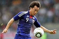 Fotball<br /> Japan v England<br /> 30.05.2010<br /> Graz Østerrike<br /> Foto: Gepa/Digitalsport<br /> NORWAY ONLY<br /> <br /> FIFA Weltmeisterschaft 2010 in Suedafrika, Vorberichte, IFCS Trainingslager, Vorbereitung, Vorbereitungsspiel, Freundschaftsspiel, Laenderspiel, Japan vs England. <br /> <br /> Bild zeigt Shinji Okazaki (JPN)