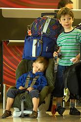 19.04.2010, Flughafen Barajas, Madrid, ESP, Flughafen Madrid Barajas im Bild wartende Kinder, eines davon schläft im Kindersitz. Auch in Spanien kommte es durch den Vulkanausbruch in Island zu grossen Verzögerungen, EXPA Pictures © 2010, PhotoCredit: EXPA/ Alterphotos/ ALFAQUI/ R. Perez / SPORTIDA PHOTO AGENCY