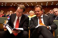 15 JUL 2004, BERLIN/GERMANY:<br /> Franz Muentefering (L), SPD Parteivorsitzender, Frank Bsirske (R), ver.di Vorsitzender, waehrend einem Festakt zum 100. Geburtstag von Karl Richter, langjähriges aktives Mitglied von Partei und Gewerkschaft, Rathaus Reinickendorf<br /> IMAGE: 20040715-01-036<br /> KEYWORDS: Franz Müntefering, Feier