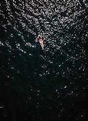 THEMENBILD - eine Frau kühlt sich im Wasser des Zeller Sees ab, aufgenommen am 24. Juli 2019 in Zell am See, Österreich // a woman cools down in the water of the Zeller lake, Zell am See, Austria on 2019/07/24. EXPA Pictures © 2019, PhotoCredit: EXPA/ JFK