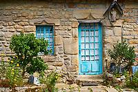 France, Loire-Atlantique (44), presqu'île de Guérande, maison fleurie du village de Saillé // France, Loire-Atlantique, Saillé village