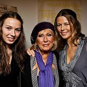 NLD/Amsterdam/20100223 - Jubileumconcert Willeke Alberti, Willeke met dochter Danielle Oonk en kleindochter Estelle van 't Schip
