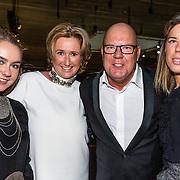 NLD/Amsterdam/20161208 - Vipnight 10de Masters of LXRY, Gaston Starreveld met zijn partner Marisa Smid en dochters