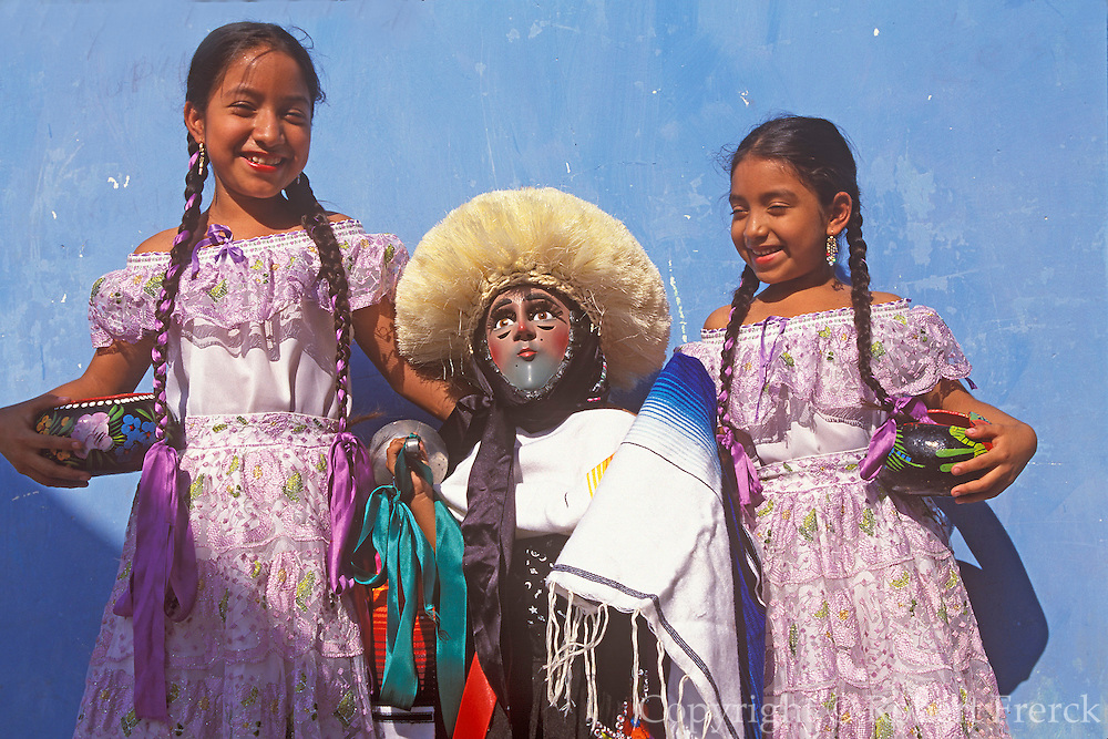 MEXICO, CHIAPAS, FESTIVALS Fiesta de Enero, traditional costumes