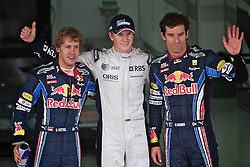 Os pilotos da Red Bull Sebastian Vettel (E) e Mark Webber posam para a foto com o piloto  da Williams Nico Hulkenberg após a definição da pole position no Grande Prémio do Brasil de Fórmula 1, em Interlagos, São Paulo. FOTO: Jefferson Bernardes/Preview.com