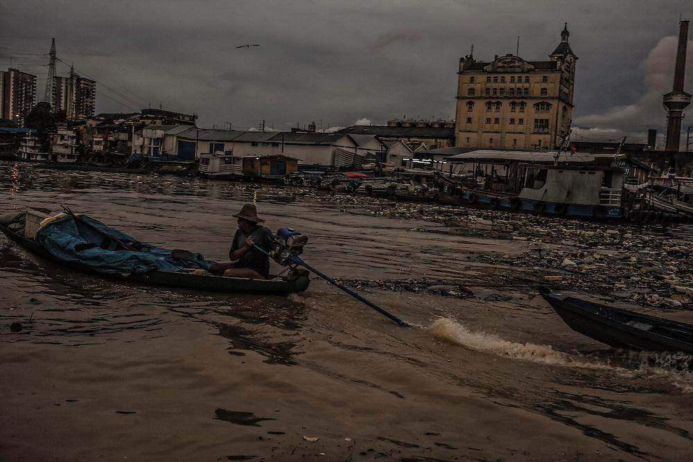 Brazil, Amazonas, rio Negro, Manaus. <br /> <br /> Entree dans la favela de Sao Raimundo.