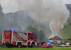 23.05.2016, Kletschachgraben, Proleb, AUT, Wohnhausbrand in Proleb, im Bild die Feuerwehr bei den Löscharbeiten , EXPA Pictures © 2016, PhotoCredit: EXPA/ Dominik Angerer