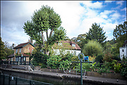 Maidenhead, Berkshire, United Kingdom, Thursday,  14/10/2021,  General View, Boulters Gardens ,  Boulters Lock, Lock Keepers Cottage, and Sign,Thames Valley, [Mandatory Credit; Pete Spurrier],