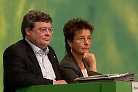 28 NOV 2003, DRESDEN/GERMANY:<br /> Reinhard Buetikofer (L), B90/Gruene Bundesvorsitzender, und Angelika Beer (R), B90/Gruene Bundesvorsitzende, 22. Ordentliche Bundesdelegiertenkonferenz Buendnis 90 / Die Gruenen, Messe Dresden<br /> IMAGE: 20031128-01-048<br /> KEYWORDS: Bündnis 90 / Die Grünen, BDK, Reinhard Bütikofer<br /> Parteitag, party congress, Bundesparteitag