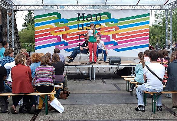 Nederland, Amsterdam, 1-9-2012 Manuscripta op het terrein van de Westergasfabriek. Boekenmarkt aan het begin van het nieuwe seizoen. Aanstormend talent kan uit eigen werk voordragen.Foto: Flip Franssen/Hollandse Hoogte